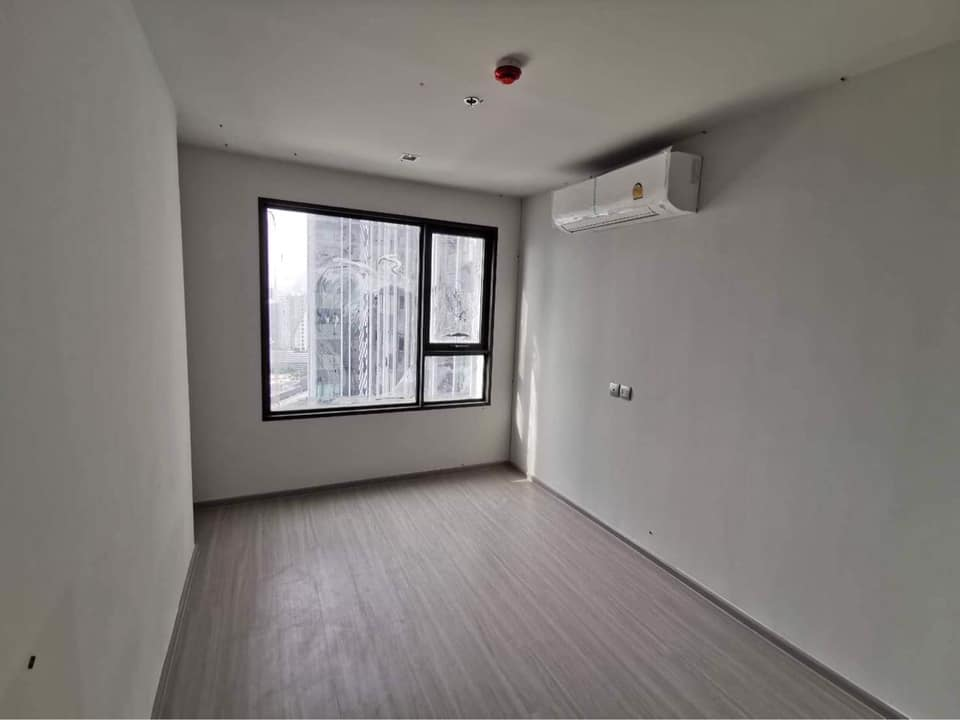 CONDO LIFE LADPRAO  Selling ***Special Price 5,010,000***