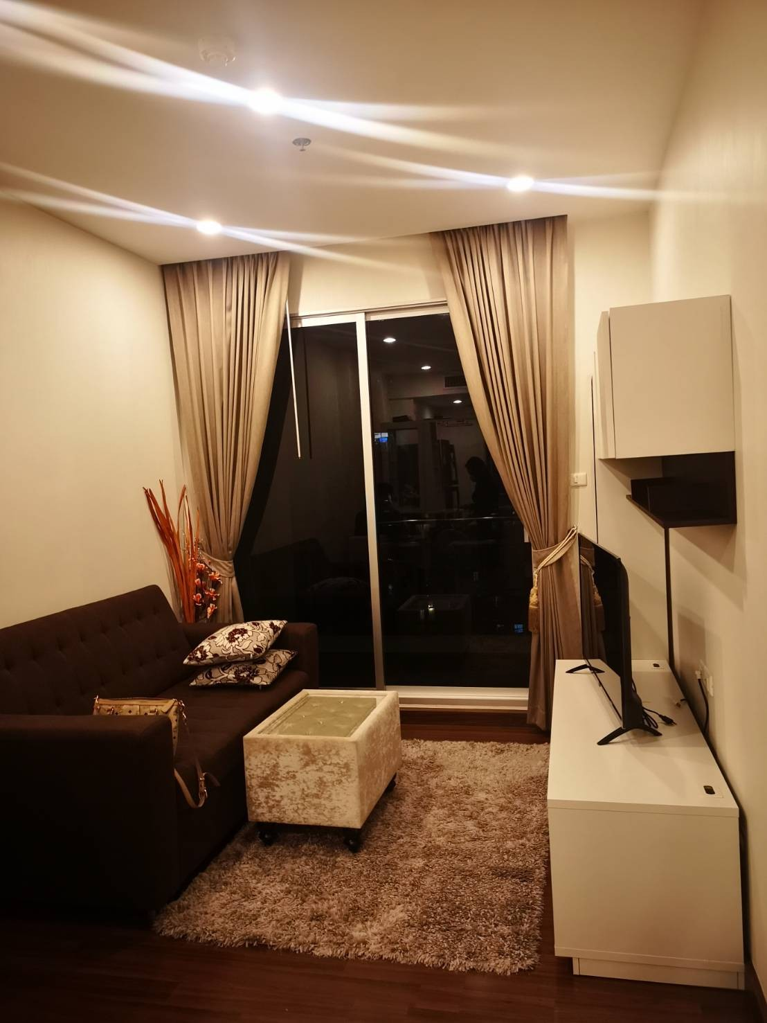 For Rent Supalai Lite Charoenrat Sz. 49 Sqm. High Floor Ready to move in : Special Price Sathorn