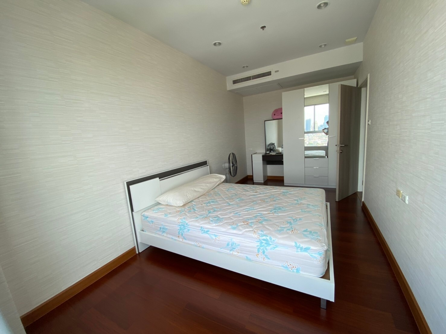 For Rent Supalai Lite Charoenrat Sz. 80 Sqm. Penthouses Ready to move in : Special Price Sathorn